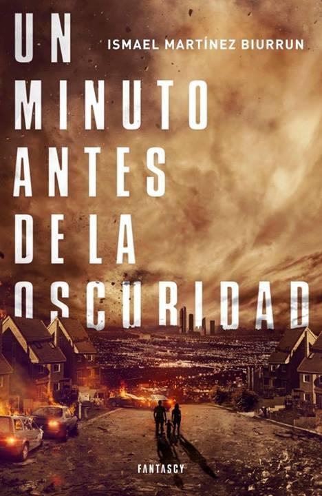 Un minuto antes de la oscuridad, de Ismael Martínez Biurrun.