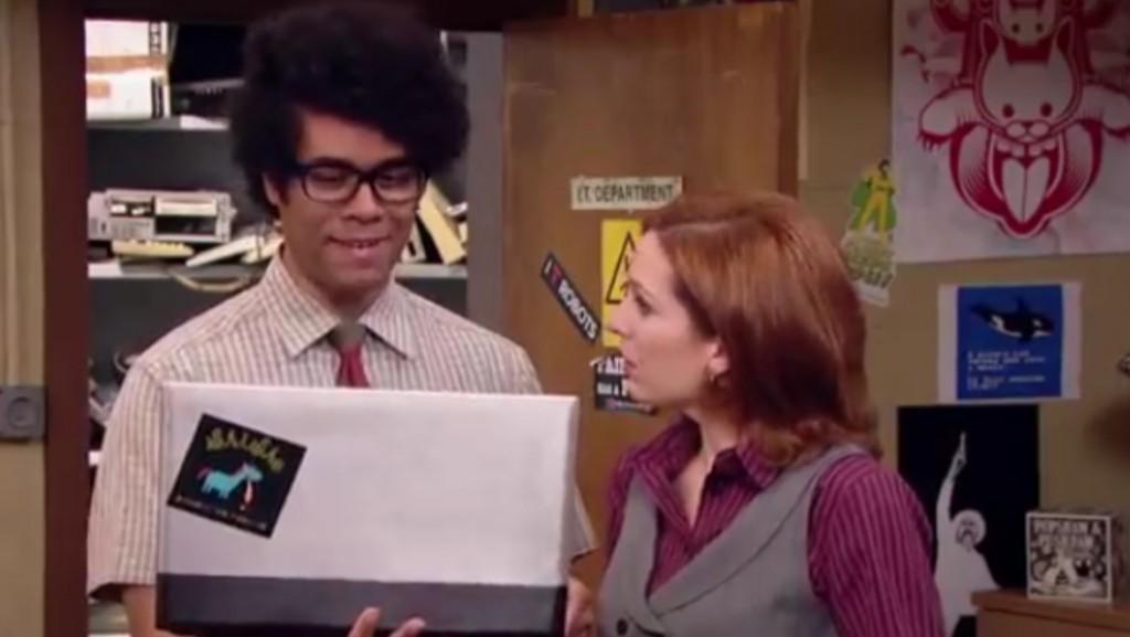 """Jen y Moss en una secuencia del último capitulo de """"the It Crowd"""""""