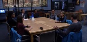 """Reparto de Community en la """"study room"""" en la depedida de Pierce."""