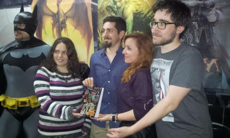 De izquierda a derecha: Batman, Ana Nieto, Jorge R. Plana, Cris Miguel y Diego Fernández.