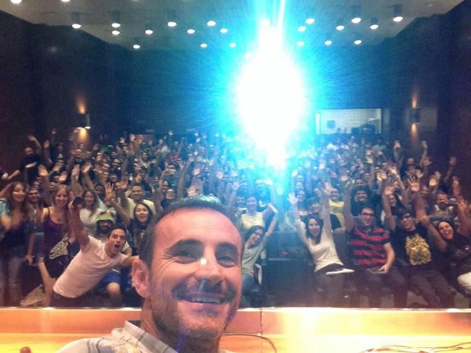 El selfi que Claudio Serrano hizo al final de su charla... a ver si veis a los de Hello Friki!