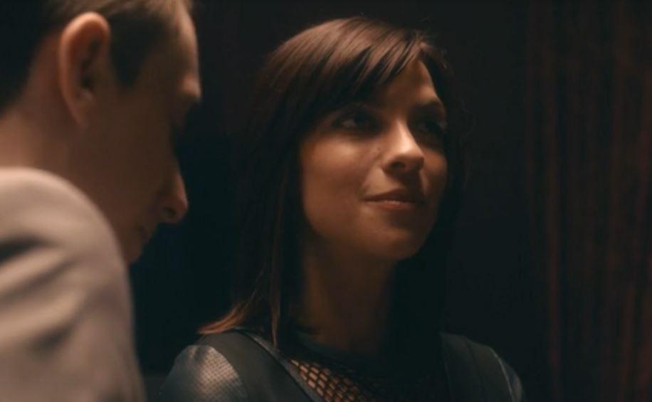 """Natalia Tena en una secuencia de  """"Black Mirror: White Christmas"""" de Channel 4."""