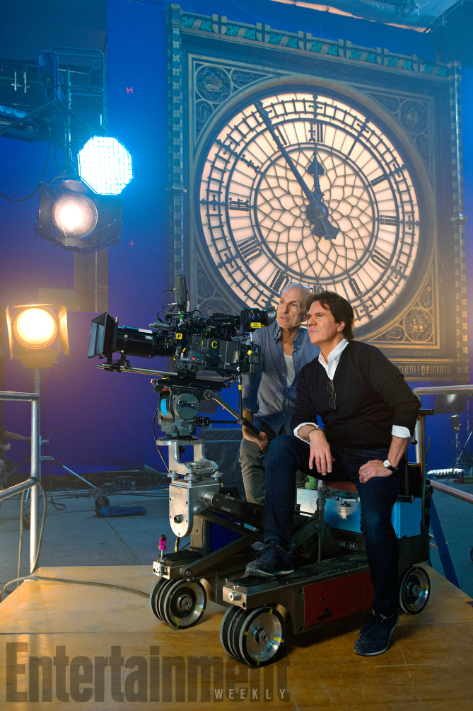 Mary Poppins Return (2018) TK (L) and Director Rob Marshall on set ANY ADDITIONAL USAGE SHOULD BE CLEARED WITH DISNEY